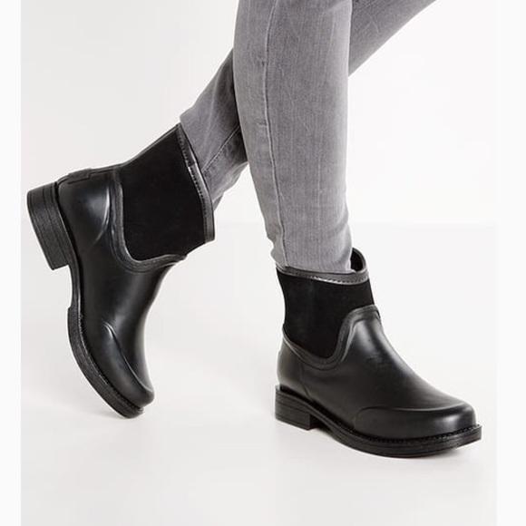 7dd3447fb57 Authentic Ugg Australia Paxton Rain Boots NWT